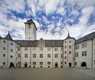 Residenzschloss Mergentheim, Innenhof mit Berwarttreppe rechts