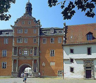 Residenzschloss Mergentheim, Portal und Archivgebäude