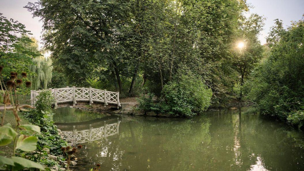 Residenzschloss Mergentheim, Brücke am See im Schlosspark