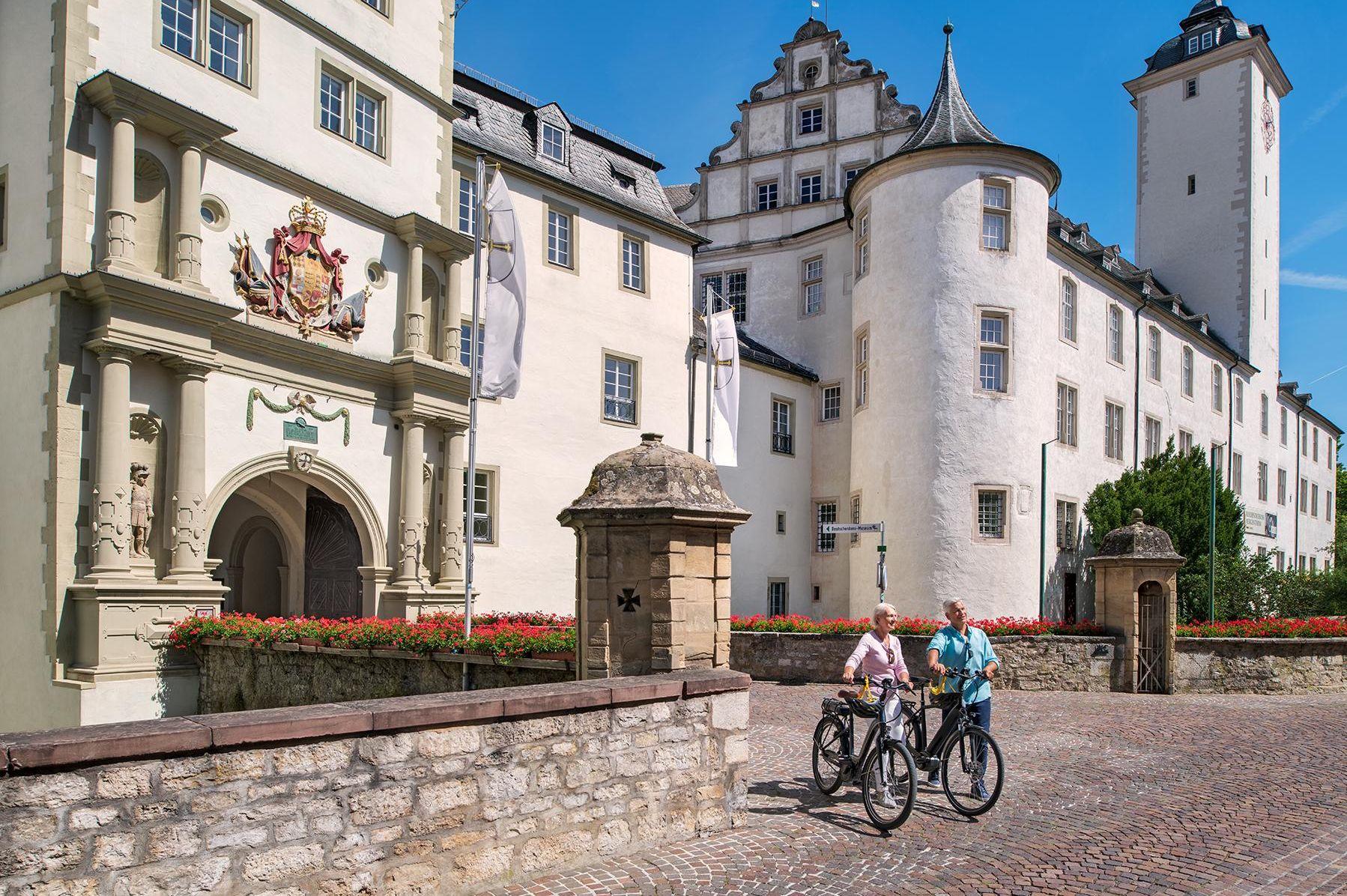 Residenzschloss Mergentheim, Besucher mit Fahrrädern
