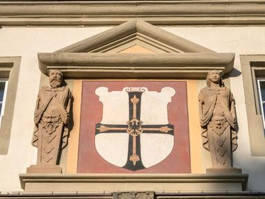 Residenzschloss Mergentheim, das Zeichen vom Deutschen Orden ist ein schwarzes Kreuz